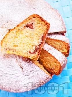Класически пухкав домашен  кекс / сладкиш с кисело мляко и пълнеж от ягодов конфитюр (или сладко) - снимка на рецептата